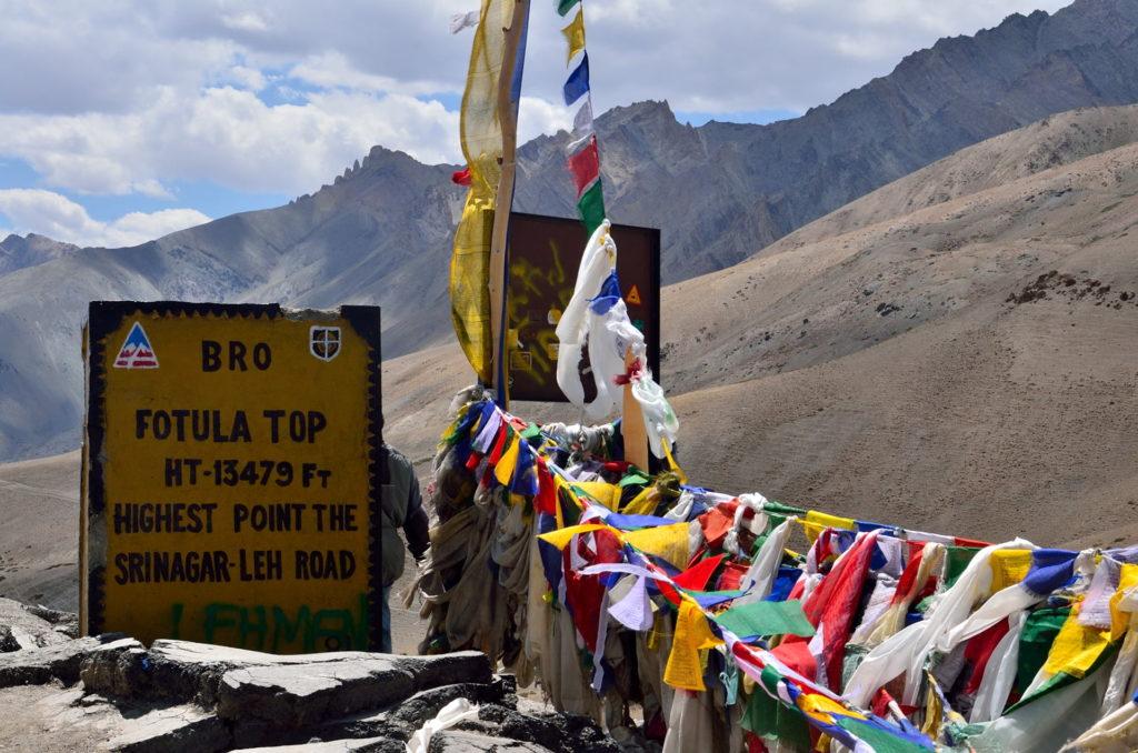 The sign board explains everything- Fotula Top, Srinagar- Leh Highway.